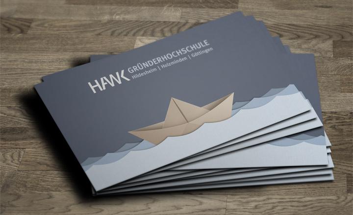 HAWK fliegt Visitenkarten-Entwurf - Papierboot