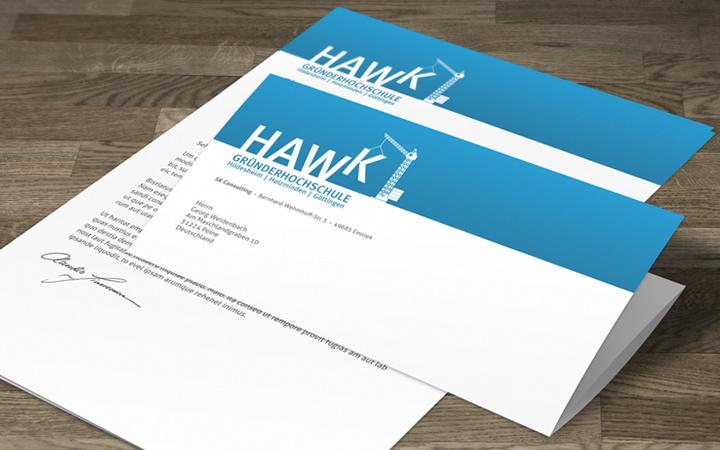 HAWK fliegt Briefpapier-Entwurf - Kran